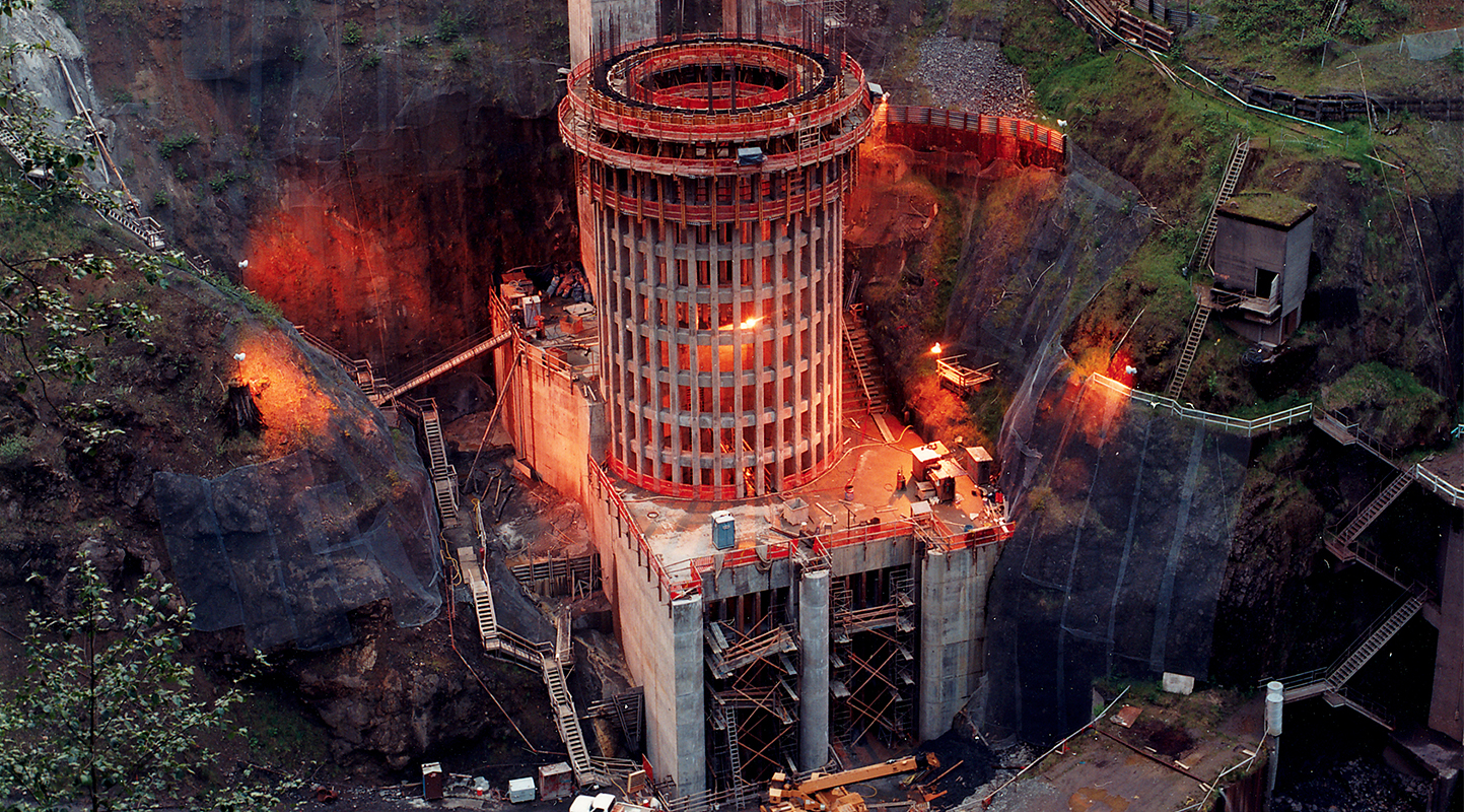 Mining tunnel construction